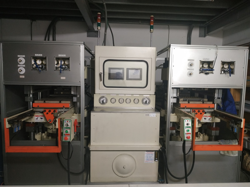 Double seat high pressure forming machine